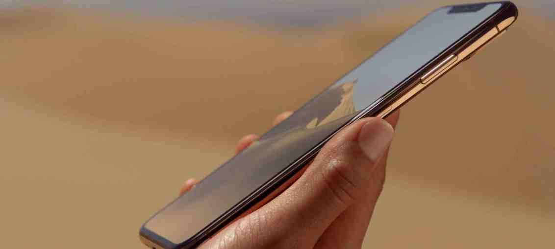 iPhone-Xs-Max-hand-hero-005