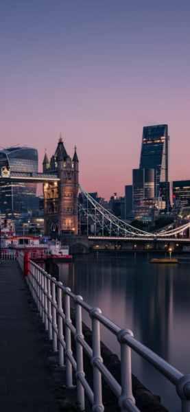 london-evening-buildings-water-side-8k-54-1125×2436-473×1024