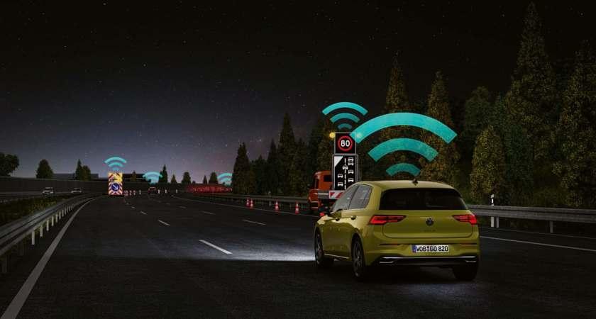 En teknologisk milepæl i trafiksikkerhed: Eksperter roser Volkswagens Car2X-teknologi