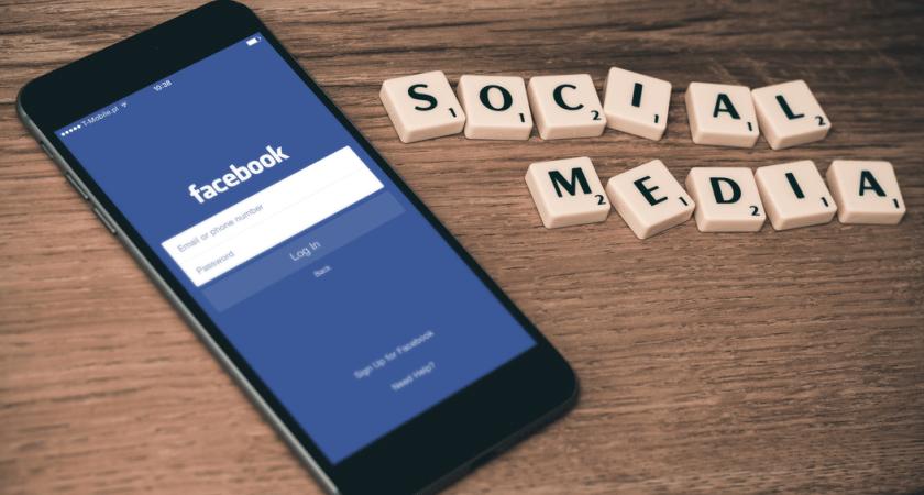 Allt fler sköter jobbkommunikationen via sociala medier
