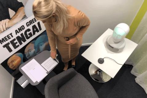 Världens första anställningsintervju med fysisk AI-robot genomförd 1