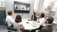 Jabra lanserar det intelligenta videosystemet Jabra PanaCast och tar plats i mötesrummet