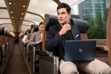 HP lanserar den första 2-i-1-företagsdatorn under ett kilo 1