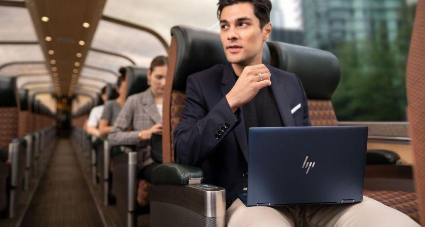 HP lanserar den första 2-i-1-företagsdatorn under ett kilo