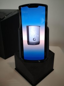 Nya mobilen Razr lika stort som om ABBA återförenas 3