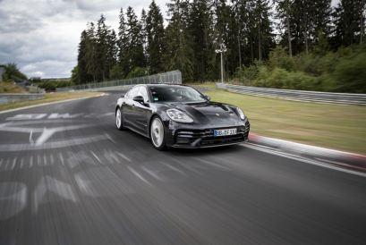 Michelin och Porsche Panamera sätter varvrekord på Nürburgring 1