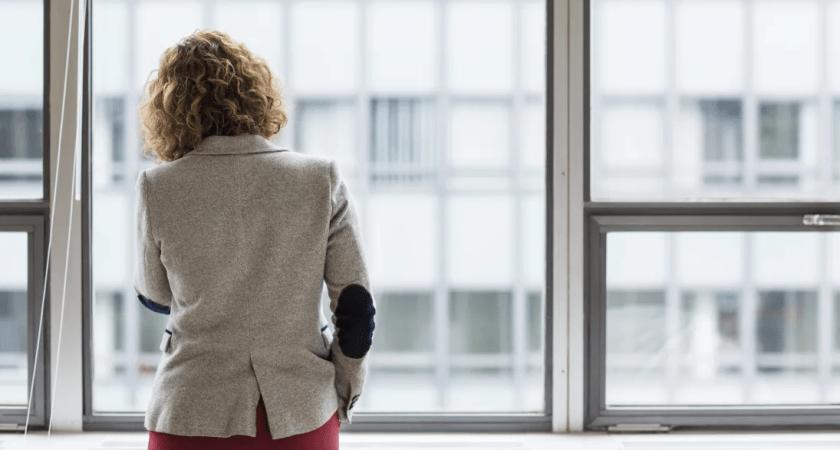 Ny branschstudie: 1 av 10 unga kvinnor utsatta för kränkande särbehandling