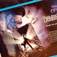 Fantastiskt omslag på spelfilmen Tales of the crypt: Demon knight.