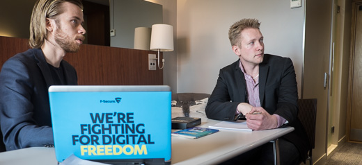 F-Secures Mikael Herrala med Tobias Berglund från Multitech.