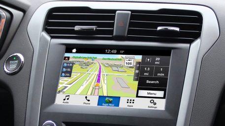 Ford lanserar ny teknik för smidigare kartnavigering – från Smartphone till pekskärm