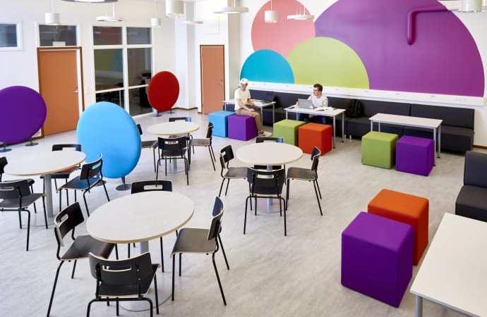 Färgglatt, funktionellt och flexibelt när Lekolar inreder Haganässkolan i Älmhult