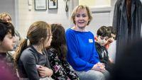 Helene Hellmark Knutsson besökte Berättarministeriet i Husby