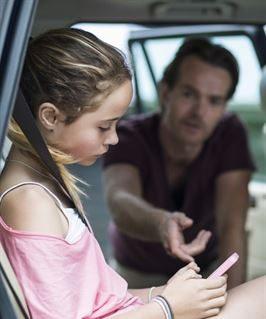 Endast en av tio föräldrar agerar om de ser något kränkande i sociala medier