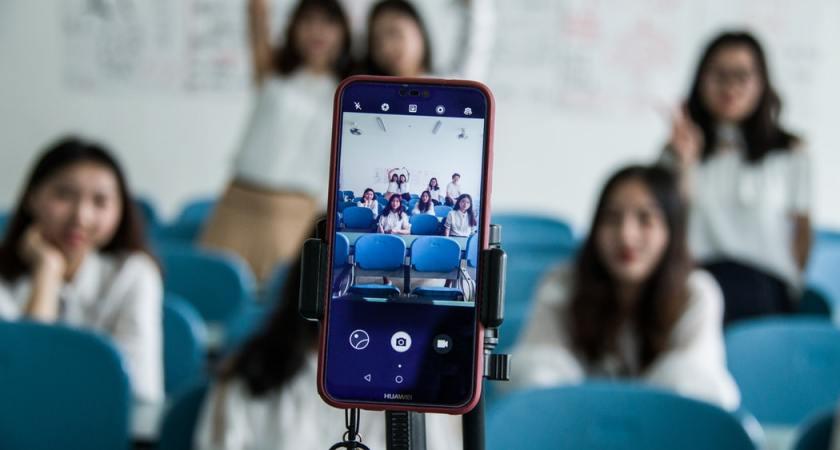 Barn och ungdomar vill förbjuda mobiltelefoner i klassrummen
