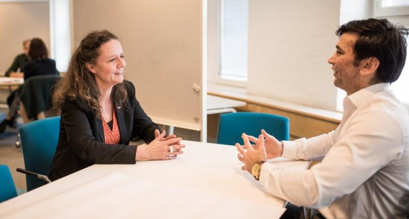 Chefer får studenter som mentorer i nytt samarbete