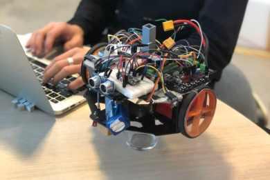 Minervagymnasium representerar Sverige i robot EM i Hannover. 3