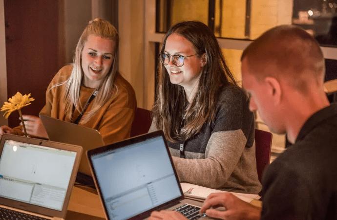 Lärare saknar tid och kunskap för att lära ut programmering