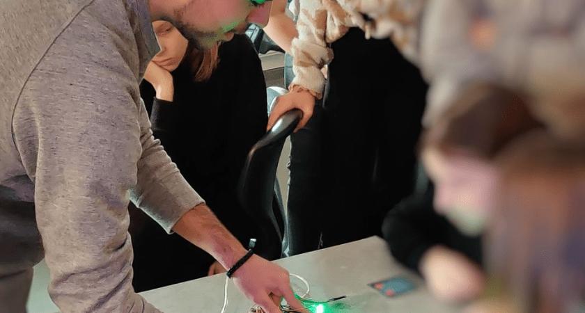 Örebros elever inspirerar varandra i programmering