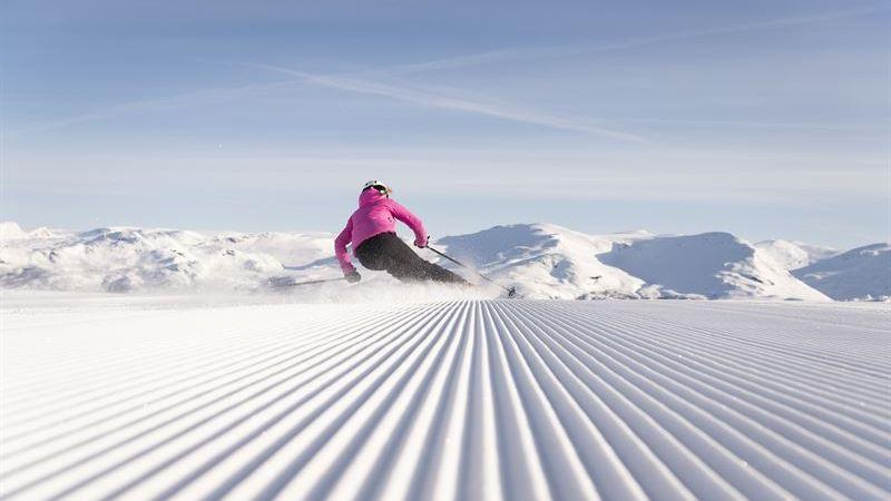 Nu blir det enklare att boka skidresan och köpa vinterprylar online
