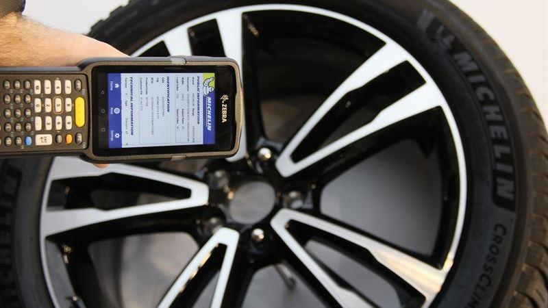 Michelin kopplar upp alla personbilsdäck med RFID – den felande länken för framtidens självkörande bilar