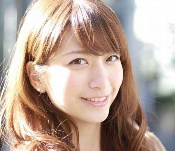 ニッコリ笑顔の笹崎里奈