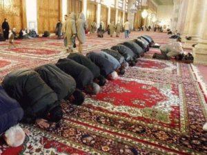 Umayyad Mosque Damascus_Muslim_prostrating