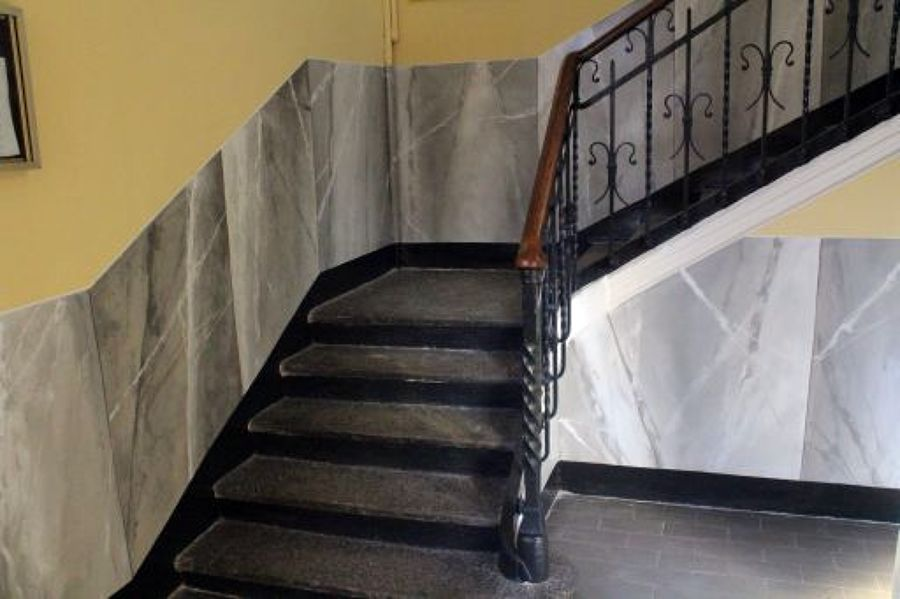 Foto Finto Marmo Scala Condominiale di Decorazioni E