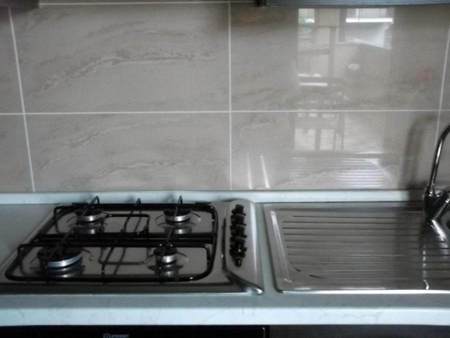Foto Recupero Cucina con Piastrelle che Non Appartengono al Contesto Cucina di Milano