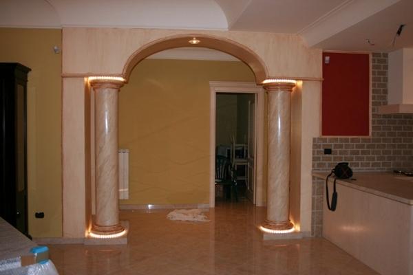 Foto Arco con Colonne In Gesso di Edil Finiture  Colori