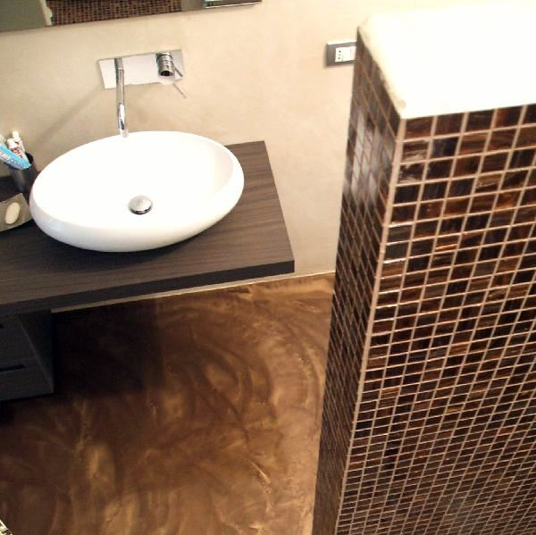 Foto Bagno con Pavimento Materico e Rivestimento Mosaico di Pavimento Moderno 106246  Habitissimo