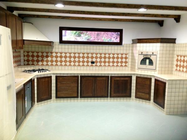 Foto Cucina In Muratura con Piano In Marmo di Modaffari