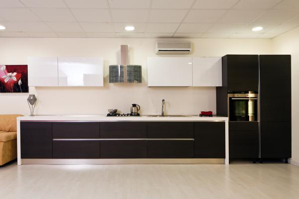 Foto Cucina Rovere Grigio con Pensili Laccato Lucido