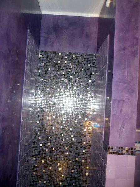 Foto Interno Doccia In Mosaico Vetroso e Pareti In Stucco