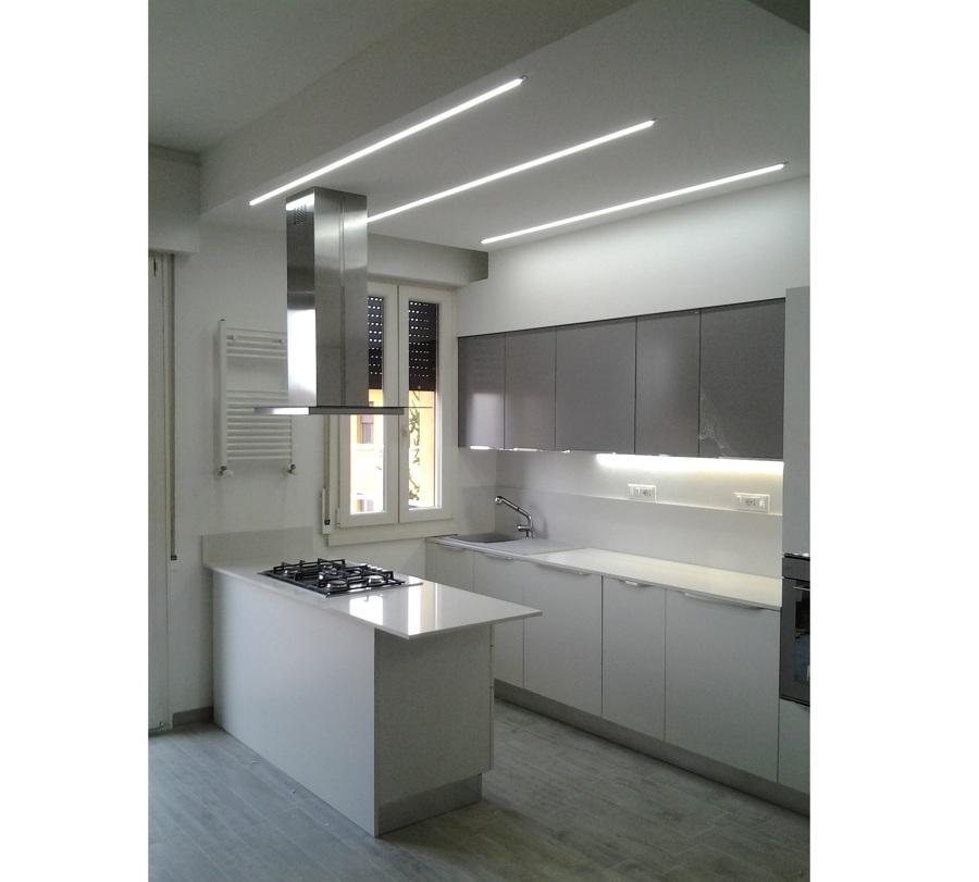 Spesso, le pareti sono irregolari, per cui i mobili su misura diventano fondamentali per sfruttarle al massimo. Progetto Ristrutturazione Cucina A Bologna Bo Idee Ristrutturazione Cucine