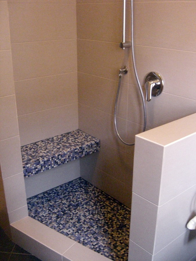 Foto Doccia Costruita su Misura Per Disabili di Icis