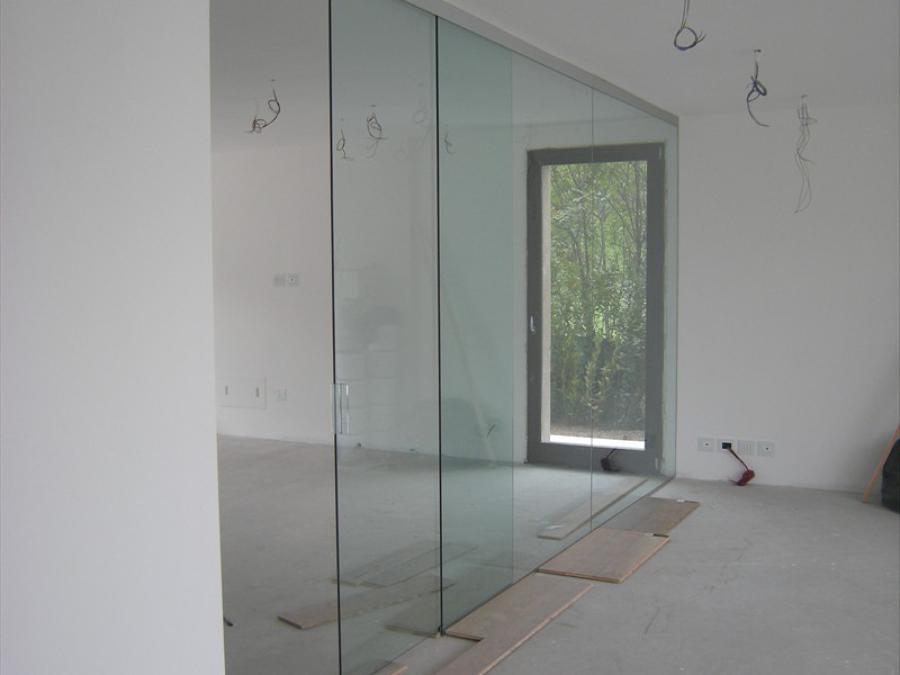 Foto Parete Divisoria Sala Cucina In Cristallo