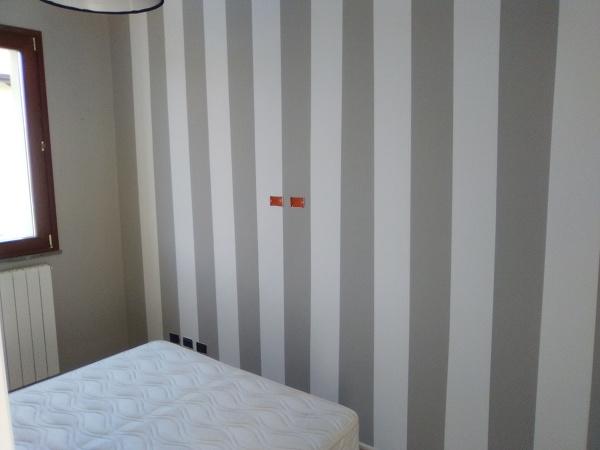 Dipingere bande verticali o orizzontali sulle pareti è un modo per dare carattere ad una stanza, senza spendere un capitale. Foto Camera Con Righe Verticali Di Fantacolor 435541 Habitissimo