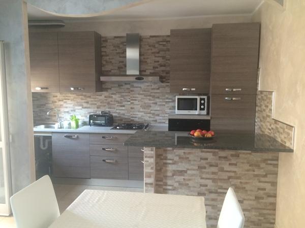 Foto Cucina Open Space Collegata con la Sala da Pranzo di