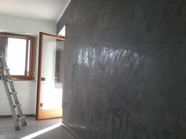 Foto Pareti a Stucco Veneziano Grigio Antracite di Chelin