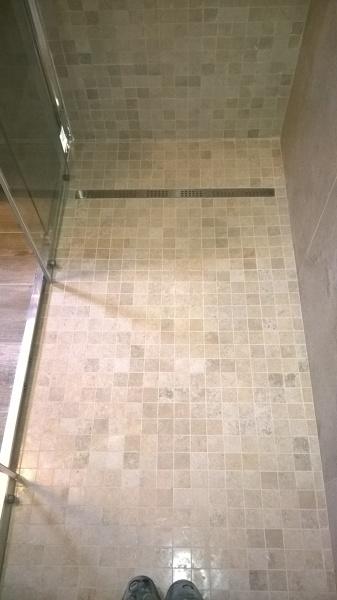 Foto Piatto Doccia In Muratura con Mosaico Filo Pavimento