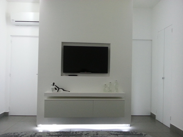 Foto Struttura In Cartongesso con Tv e Mobile Incassati