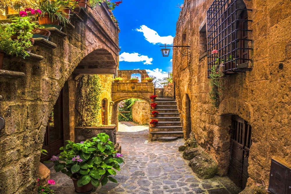3 borghi del Lazio Civita di Bagnoregio Calcata e Castel Gandolfo  La Tua Italia