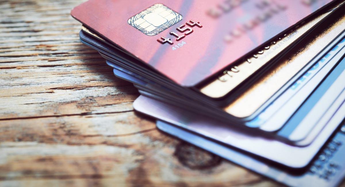 Qual è La Differenza Tra Carta Di Credito Di Debito E Carta