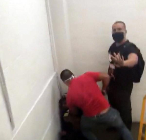 Jovem negro denuncia que foi agredido e ameaçado com arma por homens em shopping na Ilha do Governador