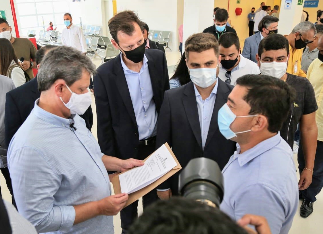 Tarcísio se compromete a atender demandas de Campos e estuda entrega da BR 101