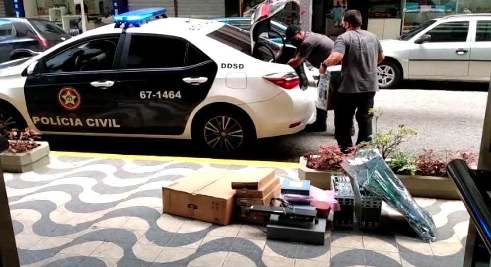 Empresa suspeita de vender mais de R$ 500 mil em equipamentos furtados é alvo da polícia no RJ