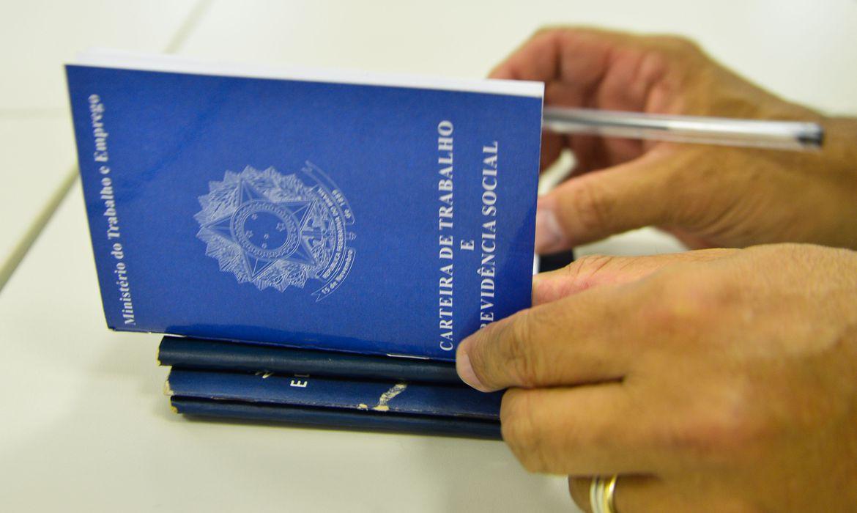 Balcão de Emprego: vaga para agente de atendimento com salário de até R$ 2.083, mais benefícios
