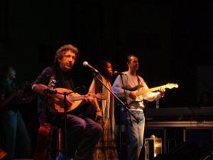 Eugenio Bennato in concerto ad Atripalda (Campania) - foto di Andrea Montuori, fonte it.wikipedia.org