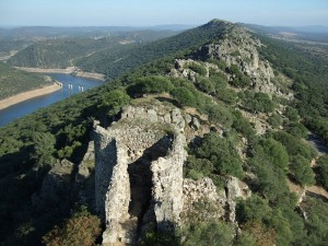 """Monfrague desde el castillo"" by Jörn Wendland - Own work. Licensed under Public Domain via Commons - https://commons.wikimedia.org/wiki/File:Monfrague_desde_el_castillo.jpg#/media/File:Monfrague_desde_el_castillo.jpg"