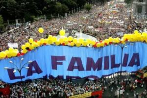Il 18 giugno del 2005 una grande manifestazione contro la legalizzazione del matrimonio fra persone omosessuali sfilò nel centro di Madrid